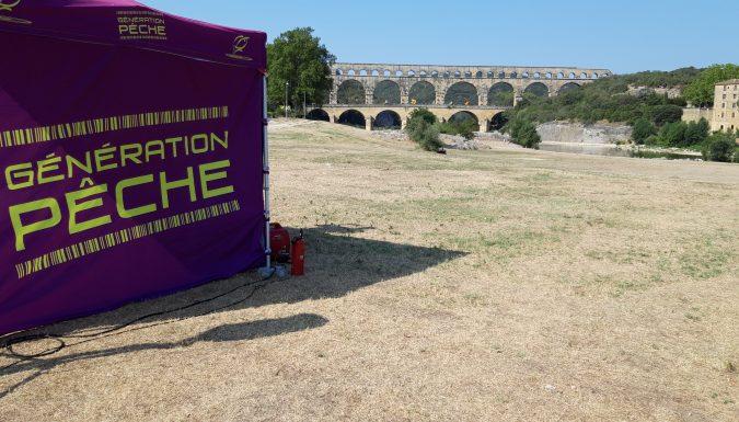 Le stand Génération Pêche près du Pont du Gard