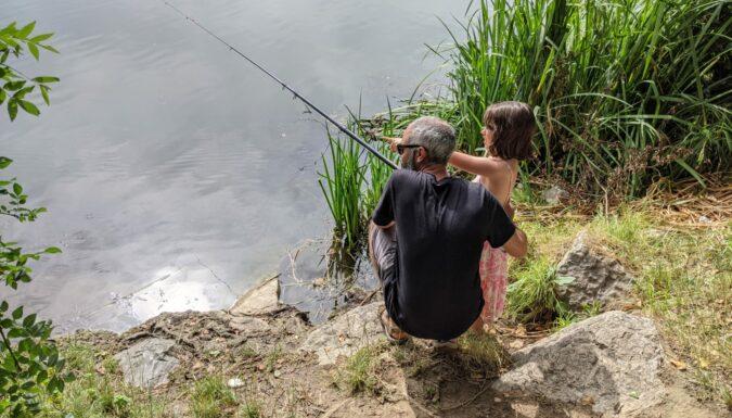 Découvrir la pêche en famille dans le Gard